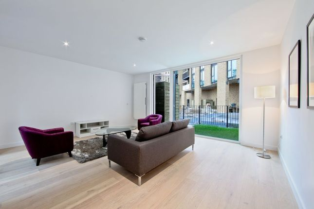 Thumbnail Town house to rent in Starboard Way, London