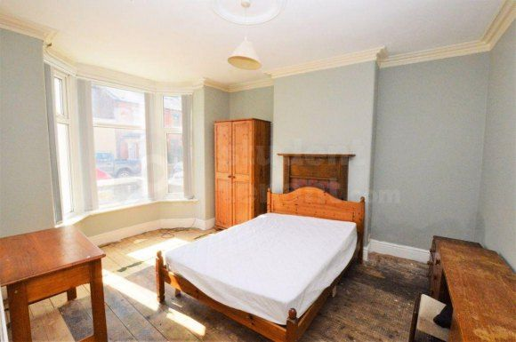 Thumbnail Shared accommodation to rent in Gladstone Road, Chester