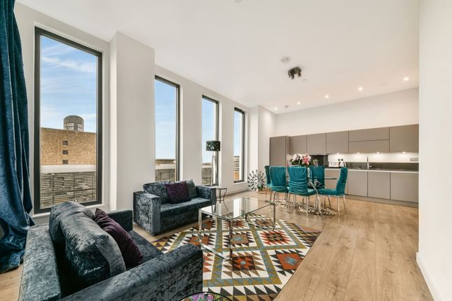 3 bed flat to rent in Legacy Tower, Stratford Central, London E15