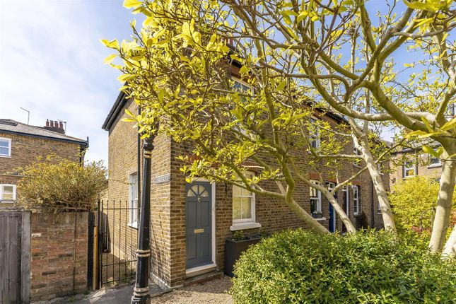 Cottage for sale in Wrotham Road, Ealing