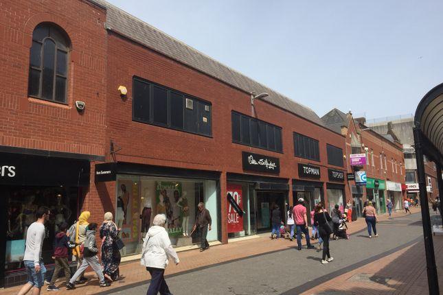 Retail premises to let in Victoria Street, Blackpool