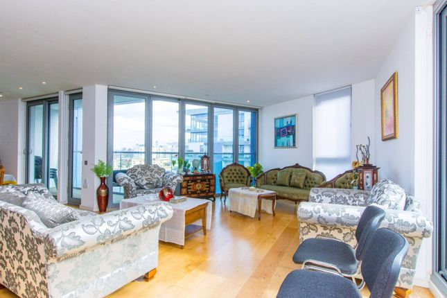 Thumbnail Flat to rent in Eastfields Avenue, Wandsworth, London