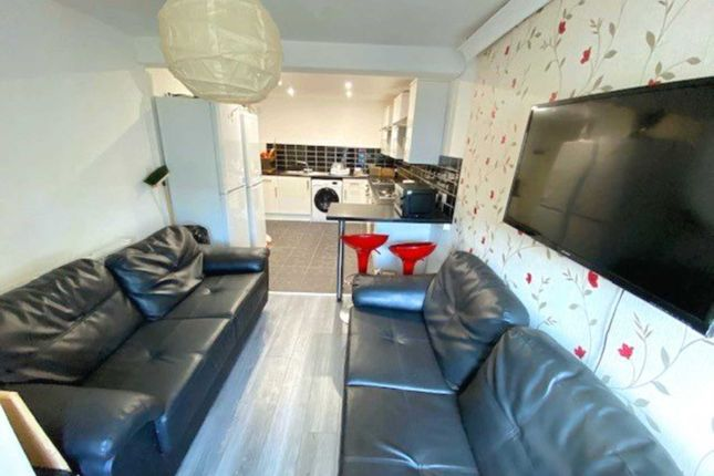 Thumbnail Shared accommodation to rent in Bingley Walk, Manchester