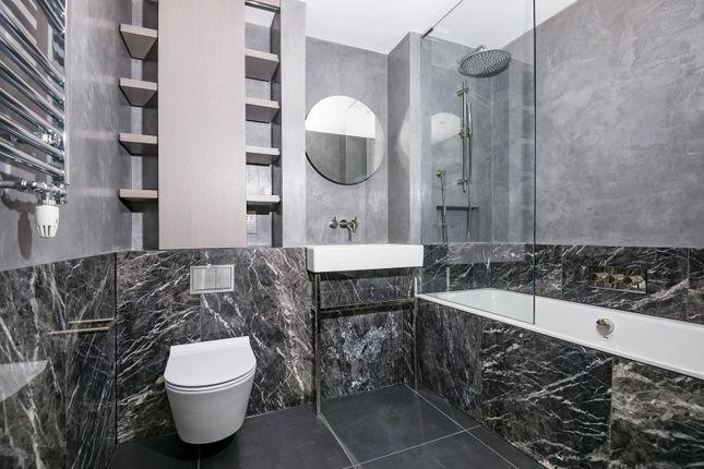 Bathroom of The Lighterman, Lower Riverside, Greenwich Peninsula, Pilot Walk SE10