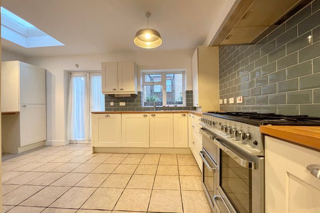 Thumbnail Flat to rent in Hewitt Avenue, Wood Green