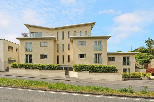 Thumbnail Flat to rent in Wellsway, Bath