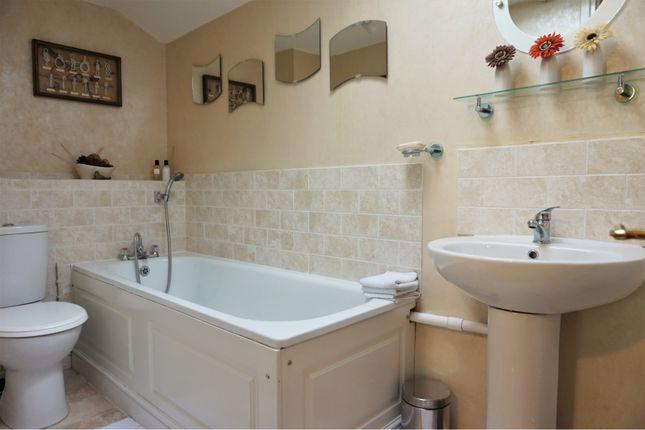 Bathroom of Harvard Close, Lewes BN7