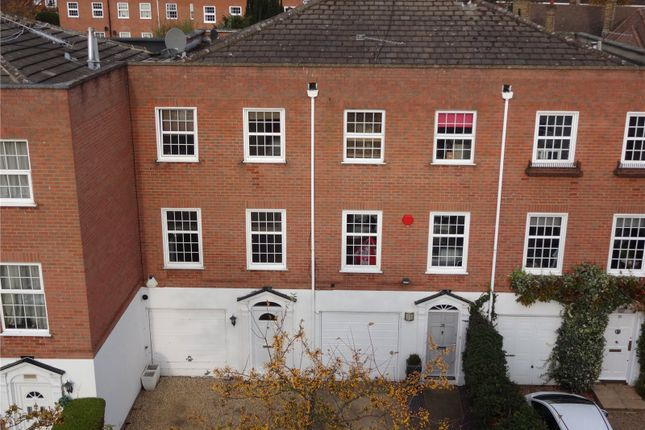Thumbnail Town house for sale in Private Road, Enfield