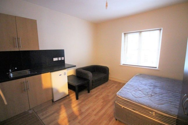 Studio to rent in Frederick Place, Woolwich