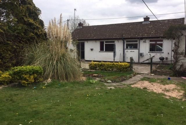2 bed bungalow to rent in Purton, Swindon SN5