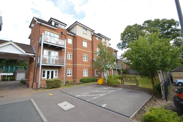 2 bed flat for sale in Coopers Rise, High Wycombe