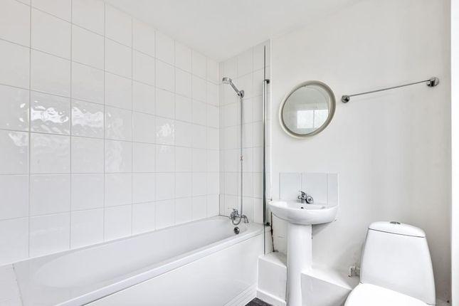 Bathroom of Windmill Road, Headington OX3