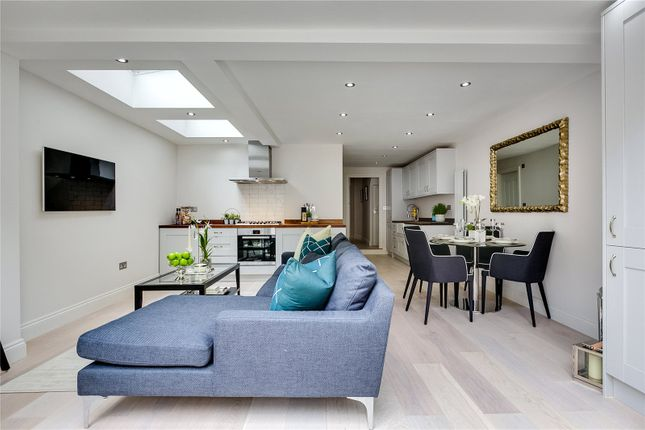 Thumbnail Flat for sale in Forthbridge Road, London