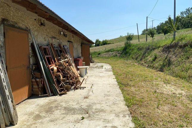 Farmhouse for sale in Regione Santa Libera, Monastero Bormida, Asti, Piedmont, Italy