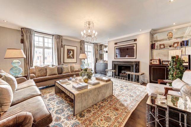 Thumbnail Flat for sale in Kensington Court, London