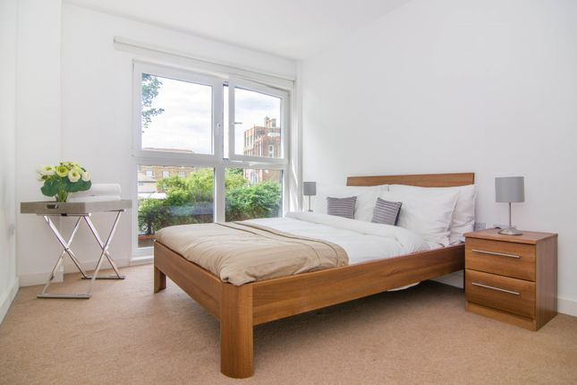 Thumbnail Flat to rent in Forge Square, London