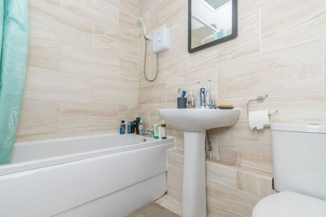 Bathroom of Telford Way, Leicester LE5
