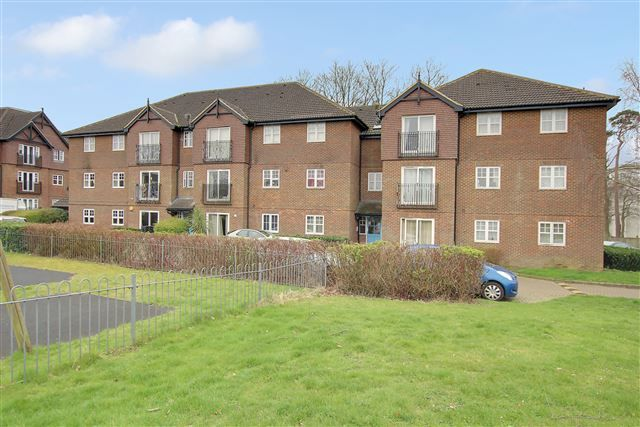 Thumbnail Flat to rent in Newbury Road, Crawley