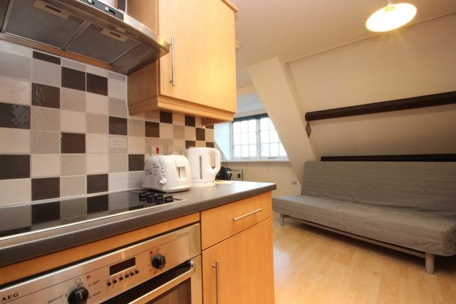 Thumbnail Flat to rent in Stephenson House, Thames Street, Oxford