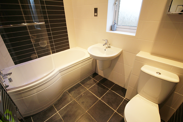Family Bathroom of Churnet Close, Westhoughton BL5