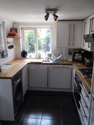 Thumbnail Room to rent in Lumsden Terrace, Chatham, Medway