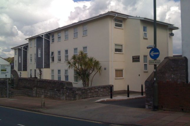 2 bed flat to rent in East Street, Torquay