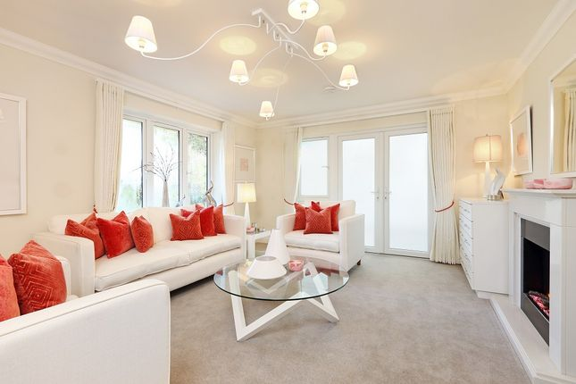 3 bedroom flat for sale in Huxley Close, Godalming