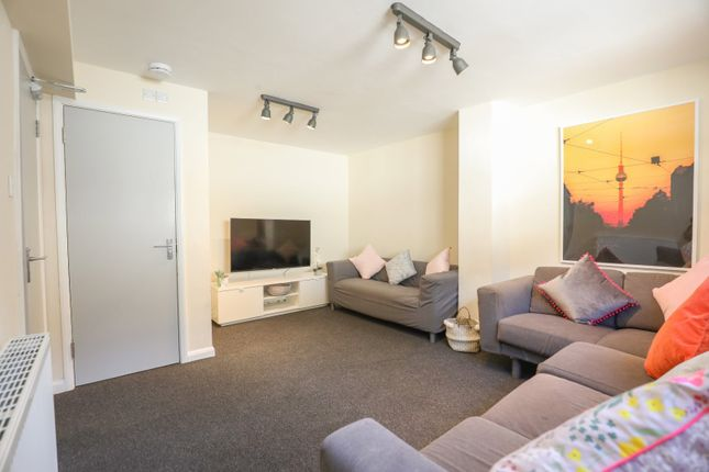 Thumbnail Semi-detached house to rent in Hawkhurst Place, Hawkhurst Road, Brighton