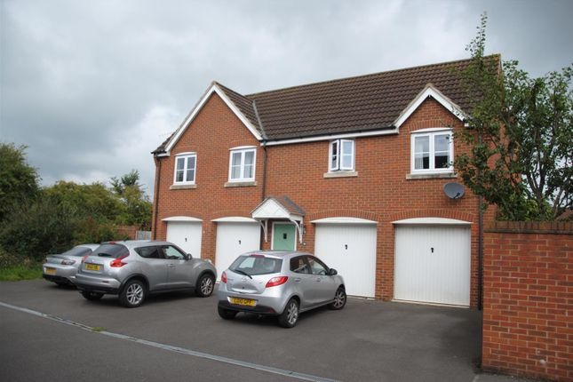 Thumbnail Flat for sale in Southwold Close, Oakhurst, Swindon