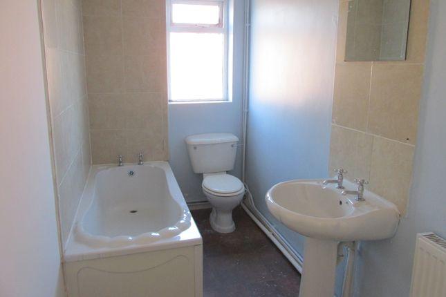 White Bath Suite of Flanderwell Lane, Rotherham S66