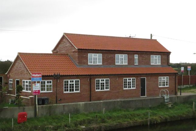 Thumbnail Detached house for sale in West Bank, Saxilby, Lincoln