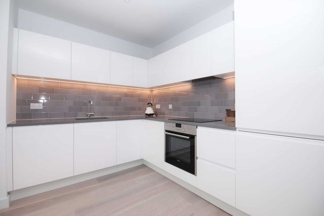 Thumbnail Flat to rent in Schooner Road, London