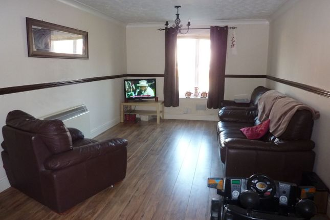 Flat to rent in Garden Close, Andover