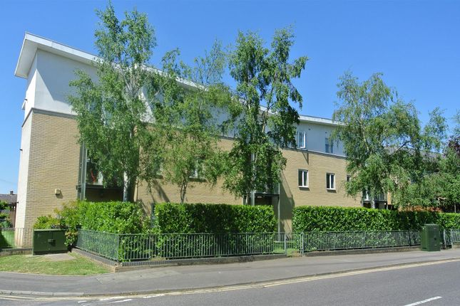 Thumbnail Flat for sale in Byron Road, Addlestone