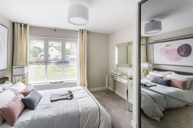 Thumbnail Flat for sale in New Haw Road, Addlestone, Surrey