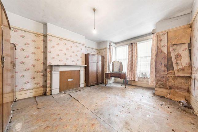 Master Bedroom of Gleneagle Road, London SW16