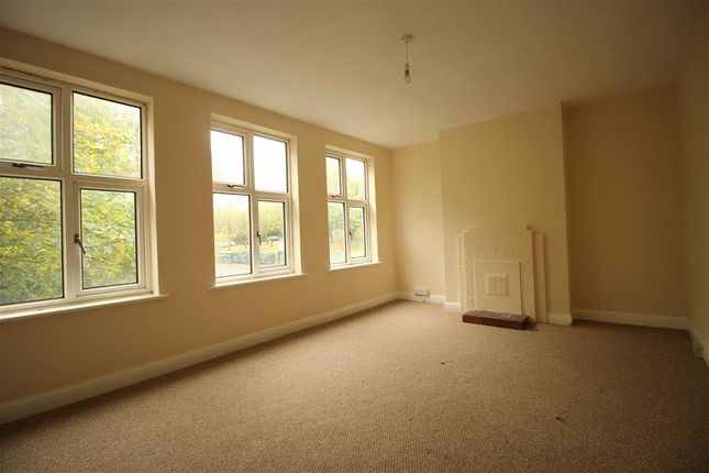 Thumbnail Maisonette to rent in Windsor Drive, Chelsfield, Orpington