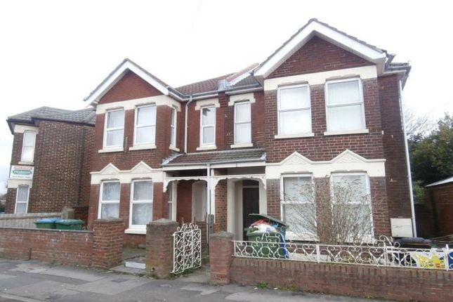 Thumbnail Semi-detached house to rent in Newcombe Road, Shirley, Southampton