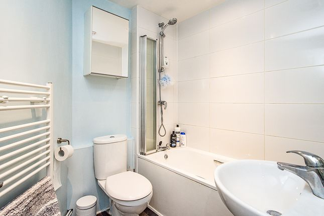 Bathroom of Manila House, Sealy Way, Apsley, Hemel Hempstead, Hertfordshire HP3