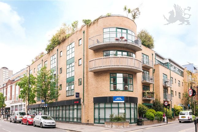 2 bed flat to rent in Goswell Road, Clerkenwell, London
