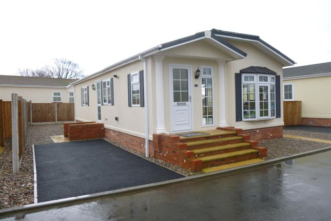 Thumbnail Mobile/park home for sale in Ellis Drive, Oakfield Park, Llay