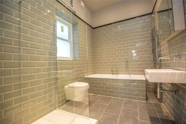 Thumbnail Property to rent in Pembroke Road, Muswell Hill, London