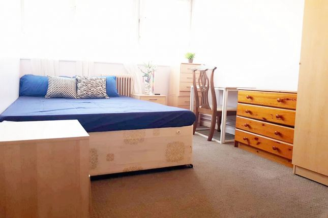 4 bed shared accommodation to rent in Flat 59, Napier Court, Cropley Street N1