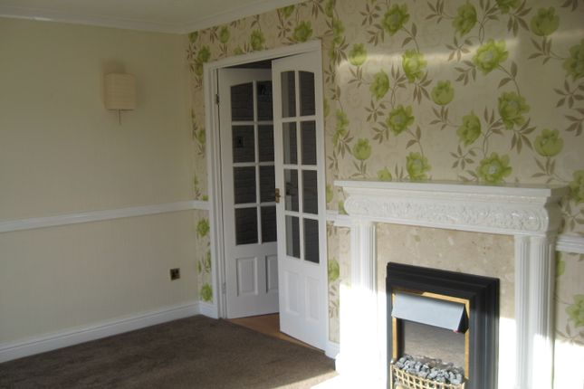 3 bed semi-detached house to rent in Grenwich Drive South, Derby
