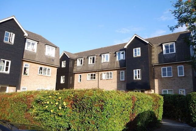 1 bed flat to rent in Menzies Avenue, Laindon, Essex SS15