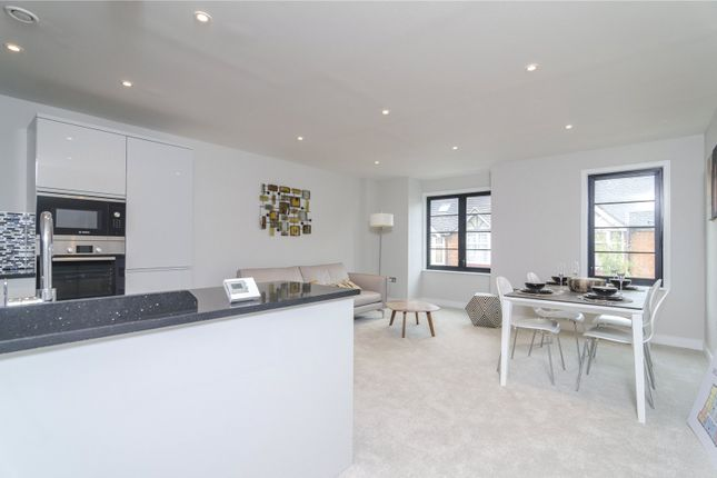 Thumbnail Flat for sale in Horizon House, Chiswick, London