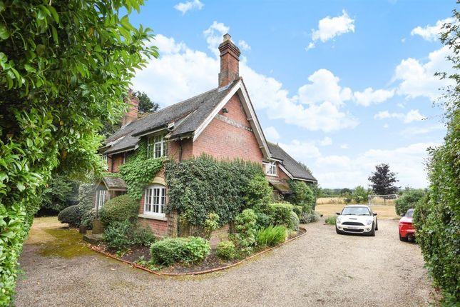 Thumbnail Cottage to rent in Barkham Street, Barkham, Wokingham