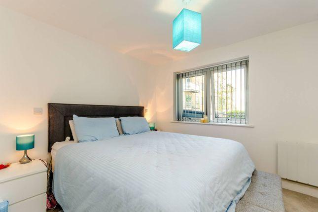 Thumbnail Flat to rent in Roehampton Lane, Putney