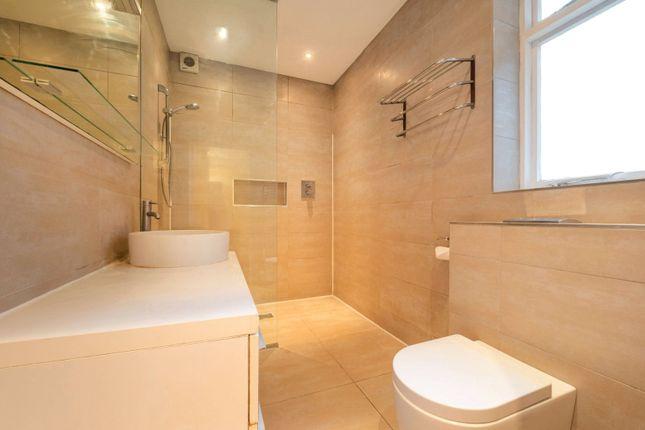 Bathroom of Robsart Mansions, Kenton Street, London WC1N