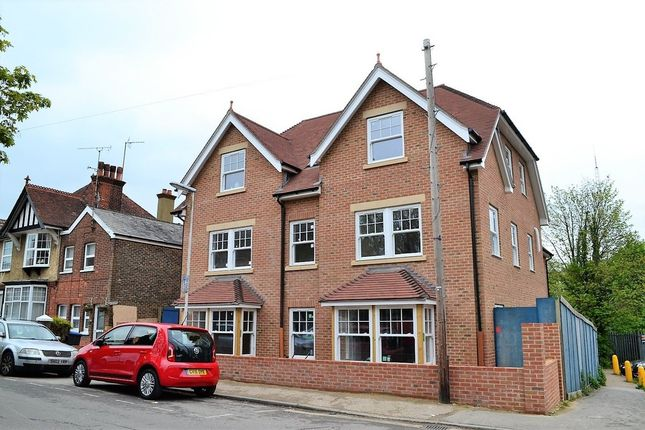 Thumbnail Flat for sale in Worth House, Grosvenor Road, East Grinstead